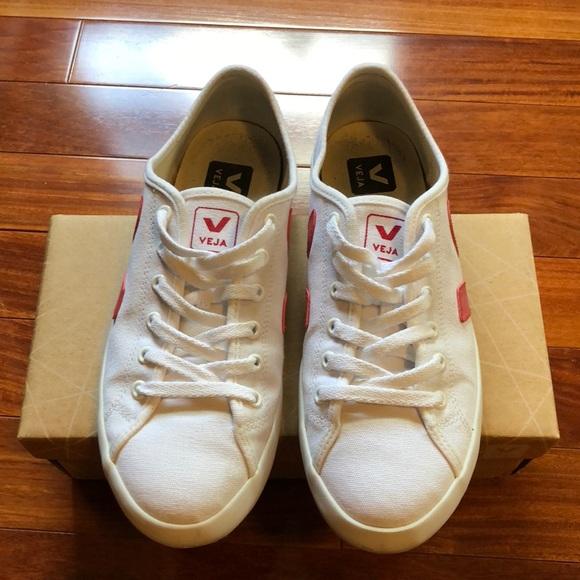 a88b0e75d534c Veja white canvas sneakers